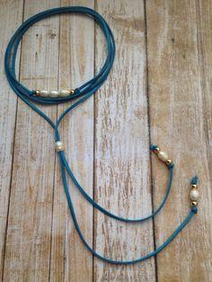 Collar gargantilla azul largo en perlas. Largo por CaroAccessories