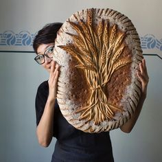 Will ya look at this beauty of a bread made with great care by Fabrice Guéry and our very own Jason Tucker? 🍞👀 Taken in Berlin by… Bread Display, Bread Shaping, Bread Art, Puff Pastry Recipes, Bread And Pastries, Fresh Bread, Baking Basics, Sourdough Bread, Artisan Bread