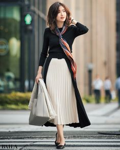 Office Fashion Women, Work Fashion, Modern Fashion, Asian Fashion, Skirt Fashion, Casual Gowns, Business Casual Dresses, Pencil Skirt Outfits, Pencil Skirts