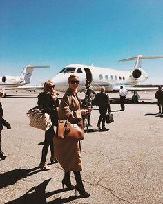 Ojalá todas nos viéramos tan cool como #RosieHuntingtonWhiteley al viajar : @rosiehw #photooftheday #celebs #fashion #style #moda #plane #airport  via MARIE CLAIRE MEXICO MAGAZINE OFFICIAL INSTAGRAM - Celebrity  Fashion  Haute Couture  Advertising  Culture  Beauty  Editorial Photography  Magazine Covers  Supermodels  Runway Models