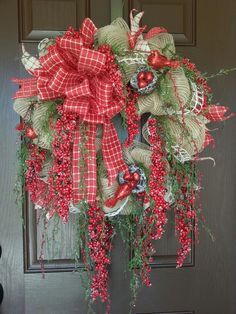 Burlap mesh Christmas/winter wreath with beautiful red berries and birds.by kyong. Country Christmas, All Things Christmas, Christmas Time, Christmas Ideas, Christmas Decorations, Holiday Decor, Christmas Mesh Wreaths, Winter Wreaths, Tropical Design
