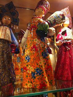 Bonecas pintadas à mão. OS CAMINHOS POR ONDE ANDEI: Praga. E não é que ela é linda mesmo!!!