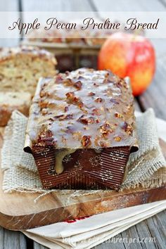 Apple Pecan Praline Bread | Delicious apple bread smothered in caramel pecan topping.