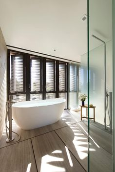 Image 11 of 18 from gallery of Amagansett Dunes / Bates Masi Architects. Photograph by Bates Masi Architects Architecture Bathroom, House Design, Dunes House, Contemporary Beach House, Hamptons House, Contemporary Summer Houses, House, Bathroom Design, Amagansett