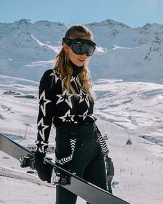 High Street Ski Wear -Affordable High Street Ski Wear - Who said comfortable ski boots could be high fashion? Check out our website. Perfect Moment - Bringing Fashion to Function PERFECT MOMENT X NET-A-PORTER Ski Fashion, High Fashion, Winter Fashion, Fashion Outfits, Sporty Fashion, Fashion Women, Apres Ski Outfits, Ski Sweater, Jumper