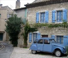 Love this pic of a French icon in front of a typical provencal village house Beautiful Buildings, Beautiful Places, Newport House, French Icons, Provence France, Village Houses, Stone Houses, South Of France, Great View