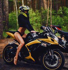 - Women Moto Plus! Motorbike Girl, Motorcycle Bike, Lady Biker, Biker Girl, Biker Photoshoot, Motos Vespa, Chicks On Bikes, Tumbrl Girls, Bicycle Workout