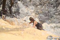 """Si quereis escalar o aprender a escalar en las peñas de San Fausto ( a 2 km de nuestra casa) ; descubriréis un emocionante y divertido deporte de aventura  en plena naturaleza, disfrutando desde las alturas del fantástico entorno.#escalada #escaladanavarra   Además para llegar  a las peñas de San Fausto, se atraviesa un mágico sendero """"EL Mirador de Lazkua"""" un bosque de robles lleno de encanto."""