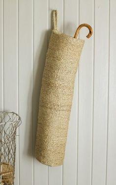 Basket umbrella storage for the doorway. Sisal, Basket Bag, Rope Basket, Hanging Basket, Espadrilles, Deco Design, Basket Weaving, Wicker Baskets, Crochet