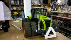 BRUDER TRACTORS / Bruder Claas Tractor lights