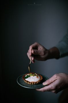 Christmas breakfast - seed tarts with orange mascarpone and pistachios / Marta Greber