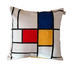 Guarda questo articolo nel mio negozio Etsy https://www.etsy.com/listing/288650983/handmade-and-handpainted-pillow-inspired