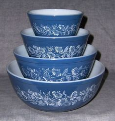 Pyrex Colonial Mist All Blue Nesting Mixing Bowls set of four