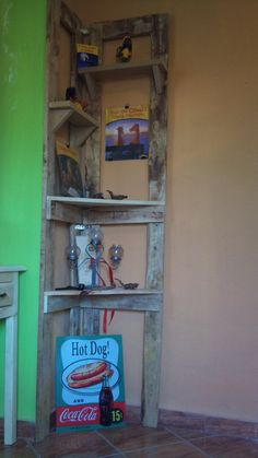 Recycled Pallet Just a simple corner shelf made from recycled wooden pallets. - Just a simple corner shelf made from recycled wooden pallets. Wooden Pallet Projects, Pallet Crafts, Diy Pallet Furniture, Wood Crafts, Pallet Ideas, Wood Ideas, Furniture Projects, Furniture Plans, Recycled Pallets
