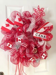 Canada day deco mesh wreath Canada Day 150, Canada Day Party, Cute Crafts, Diy And Crafts, Canada Day Crafts, Canada Holiday, Seasonal Decor, Holiday Decor, Mason Jar Projects