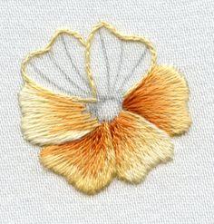 Defining petals with split stitch outline