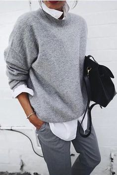 Soft gray pullover with white shirt looks great- Weicher grauer Pullover mit weißem Hemd sieht toll aus Soft gray pullover with white shirt looks great … - Loose Sweater, Sweater Shirt, Long Sleeve Sweater, Gray Sweater, Sweater Outfits, Sweatshirt Dress, Pull Gris, Casual Tops For Women, Casual Wear Women