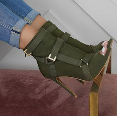 high heels – High Heels Daily Heels, stilettos and women's Shoes Hot Shoes, Crazy Shoes, Women's Shoes, Me Too Shoes, Dress Shoes, Dress Outfits, Shoes Sneakers, Chunky Sneakers, Shoes Heels Wedges
