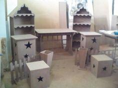 kit em mdf de 9mm crua com a cabamento perfeito para pintura sendo 11 peças ( 2 estantes 1,55 x 60 x 28 ,2 vasos de chão 0,50 x 0,20 x 0,20 ,2 cercas 100,x 45 2 cubos medios 0,35cx 0,40 , 2 cubos grandes 0,80 x0,40 x 0,40 e 1 mesa colmeia 1,20 x 75vx o,80 R$ 1.100,00
