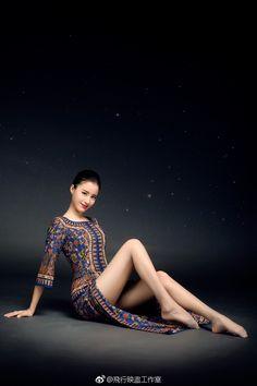 ◯ ● ☽ ☾ Luna ☽ ☾ ● ◯ Great Legs, Beautiful Legs, Asian Woman, Asian Girl, Pantyhose Legs, Girls World, Flight Attendant, Asian Fashion, Sexy Legs