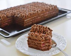 prajitura cu zmeura si ciocolata Chocolate Raspberry Cake, Chocolate Cake, Romanian Desserts, Chocolate Heaven, Cake Bars, Food Cakes, Something Sweet, Cake Recipes, Caramel