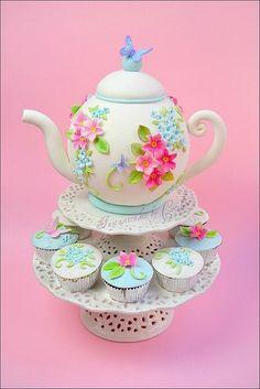 まるでアリスのお茶会♡食べられるティーポットケーキにみんなびっくり!にて紹介している画像