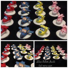 "Cupcakes com tema ""Super Wings""."