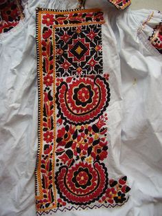 Výšivka pánské košile, Uherský Ostroh. Folk clothing from Uherský Ostroh (Czech Republic).
