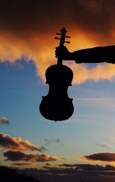 Fiddle in the sunset Music aesthetic Skies Violin Art, Violin Sheet Music, Cello, Violin Photography, Nature Photography, Aesthetic Backgrounds, Aesthetic Wallpapers, Violin Tumblr, Musica Celestial