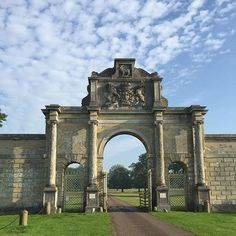 One of the majestic gates to Woburn Abbey ... Early Sunday morning in September #lategram #woburnabbey #woburn #countryhouse #englishcountryhouse #england #gate #gates #whatawelcome safinteriors