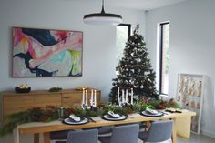A glimpse at Christmas in Australia <3  See how to create this native tablescape idea by clicking on the image above or save this picture for later by pinning it to your board.