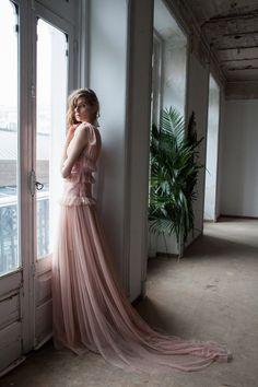 Wedding Guest Style: 7 Trends to Look Stunning Runway Fashion, Fashion Models, Fashion Show, Fashion Outfits, Fashion Design, Bridal Fashion, Wedding Guest Style, Bridal Style, Wedding Styles