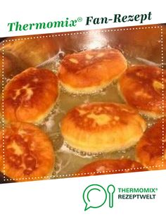 """Russian """"Pirozhki"""" by Kris Tina. A Thermomix ® recipe from the baking category is hearty at www.de, the Thermomix ® community. Russian """"Pirozhki"""" Bo Pfannkuchen & Co Russian """"Pirozhki"""" by Kris Tina. A Thermomix ® recipe from the b Paleo Dinner, Dinner Recipes, Winter Girl, Borscht Soup, Russian Dishes, Dinner Rolls, Unique Recipes, Winter Food, Puddings"""