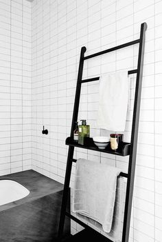 Inspiration of Minimalist Bathroom Storage Ideas To Add To Your Own Home Laundry In Bathroom, Bathroom Storage, Bathroom Interior, Bathroom Black, Bathroom Styling, Bathroom Ladder, Bathroom Furniture, Modern Bathroom, Bathroom Things