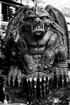 Gargoyle * * * Gargoyles are sculptured creatures that are used as rain spouts; any other sculptured creatures on buildings are called grotesques. Dragons, Gothic Gargoyles, Angels And Demons, Green Man, Stone Carving, Stone Art, Mythical Creatures, Sculpting, Medieval