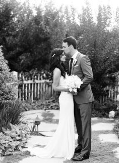 Bedell Cellars Wedding by, Lindsay Madden Photography | Dress by, Nicole Miller | Flowers by, Karen Lenahan