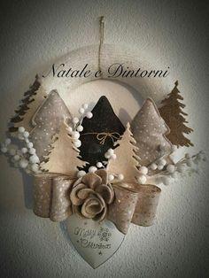 Christmas Advent Wreath, Xmas Wreaths, Handmade Christmas Decorations, Felt Christmas, Christmas Colors, Rustic Christmas, Christmas Projects, Christmas Time, Christmas Stockings