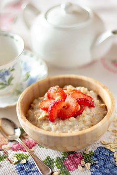 Una colazione sana, saziante e nutriente Biscotti, My Recipes, Camembert Cheese, Oatmeal, Breakfast, Food, Lavender, The Oatmeal, Morning Coffee