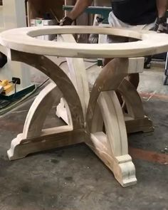 Sweeping Beam Table DIY Plans & Video dropping on this unique table build. oh yeah! Woodworking Toys, Woodworking Projects Diy, Diy Wood Projects, Woodworking Beginner, Intarsia Woodworking, Woodworking Patterns, Woodworking Supplies, Woodworking Classes, Woodworking Furniture