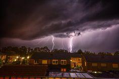 Buienradar (@BuienRadarNL)  15-9-2016 Pittige buienlijn met onweer  hagel nu in Limburg