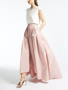 Enter the world of Max Mara: let yourself be won over by the elegance and hand-crafted quality of our collections. Taffeta Skirt, Max Mara, Midi Skirt, Skirts, Fashion, Elegant, Rosario, Moda, Skirt