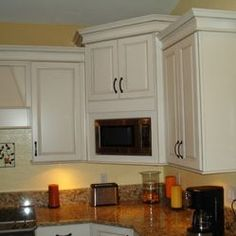 Traditional Corner Microwave Kitchen Design Ideas, Pictures, Remodel and Decor Open Kitchen And Living Room, Kitchen Dinning Room, Kitchen Redo, Home Decor Kitchen, Kitchen Remodel, Kitchen Ideas, Corner Microwave, Kitchen Microwave Cabinet, Kitchen Wall Cabinets