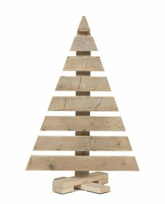 Leuk idee Rustic Christmas Ornaments, Creative Christmas Trees, Pallet Christmas Tree, Christmas Wood Crafts, Outdoor Christmas Decorations, Diy Christmas Gifts, Xmas Tree, Decoration Palette, Primitive Crafts