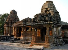 Google Image Result for http://rajasthantourismbuzz.files.wordpress.com/2012/04/eklingji_temple1.jpg%3Fw%3D692%26h%3D512