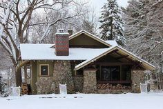 Snowy mountain Craftsman bungalow - Arts & Crafts - cabin
