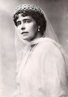 Queen Marie of Romania in diamond circle tiara - now lost. This wonderful diamond circle tiara was in the possession of Queen Marie, but when she left her jewels in the Moscow bank for safe keeping during the Revolution, the Soviets stole this tiara along with other jewels and they have not been seen since.