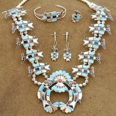 Turquoise Jewelry Necklace Zuni Native American Art- someday when I win the lottery. This is truly beautiful - Zuni Jewelry, Jewelry Art, Jewelery, Jewelry Design, Vintage Jewelry, Native American Crafts, Native American Artists, American Indians, Squash Blossom Necklace