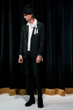 Takahiromiyashita The Soloist Spring 2018 Menswear Collection Photos - Vogue Fashion Show Collection, Designer Collection, Vogue Paris, The Soloist, Street Culture, Spring Summer 2018, Suits You, Fashion Forward, Fashion Brands