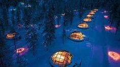 Hotel Kakslauttanen (Finlandia) | Descubrir una aurora boreal en el cielo puede convertirse en un verdadero espectáculo para el viajero, pero hacerlo tendido en la cama desde un iglú de cristal puede resultar aún más gratificante. Esta experiencia es posible en Finlandia, en el hotel Kakslauttanen, en el municipio de Inari (norte de Laponia), concretamente en el área montañosa de Saariselkä [...]  (Fuente: Taringa)