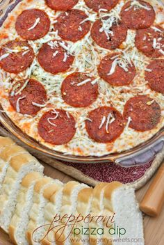 Pepperoni Pizza Dip: an easy appetizer that's sure to please any crowd! Pizza Dip Recipes, Snack Recipes, Cooking Recipes, Snacks, Casserole Recipes, Cooking Tips, Yummy Appetizers, Appetizer Dips, Appetizer Recipes